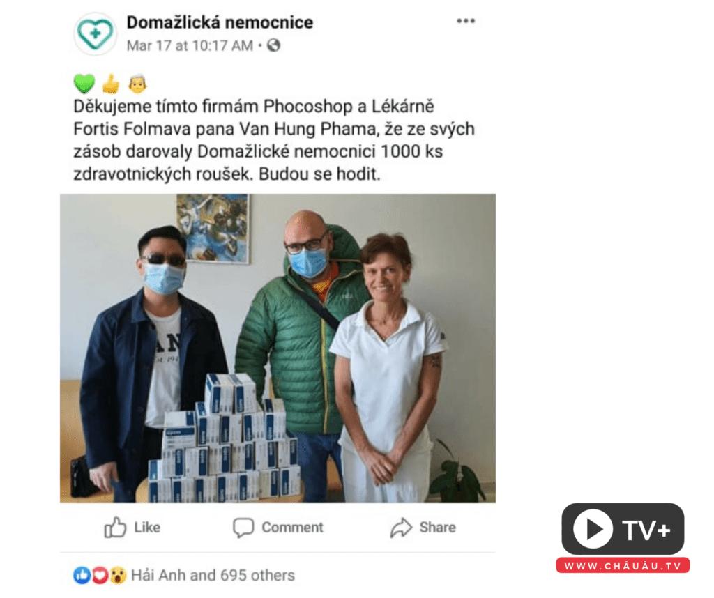 Người Việt tặng khẩu trang cho bệnh viện